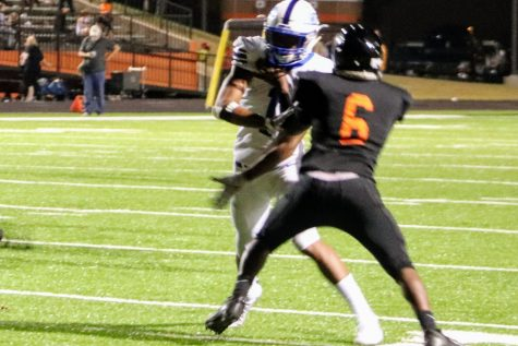 Panthers dominate White Oak en route to 27-0 victory.